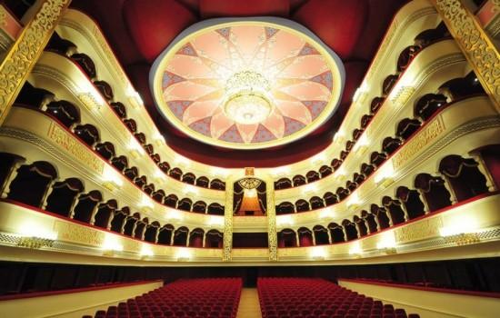 Opera troupe