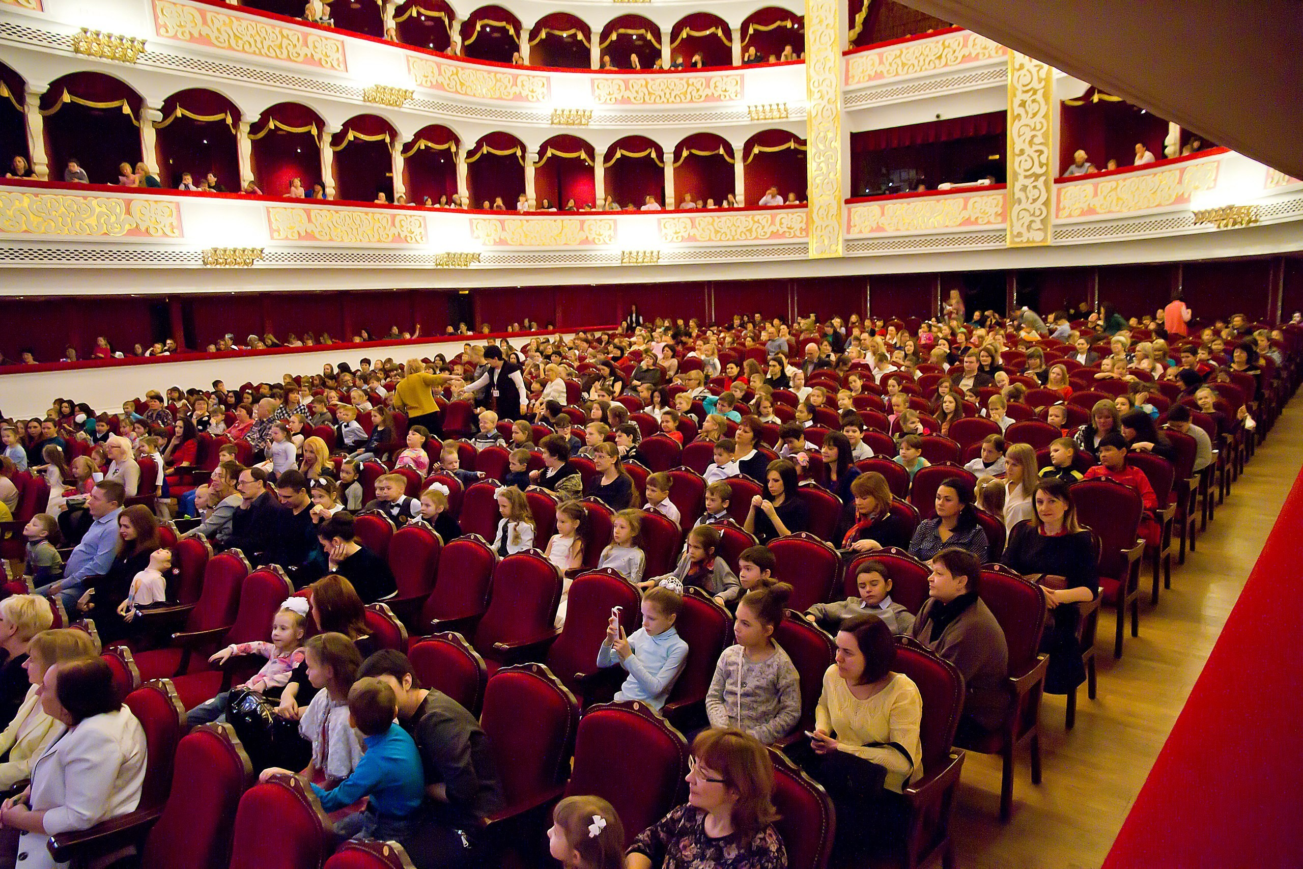 On the Big stage of the Astrakhan theatre of Opera and Ballet miracles are proceed!